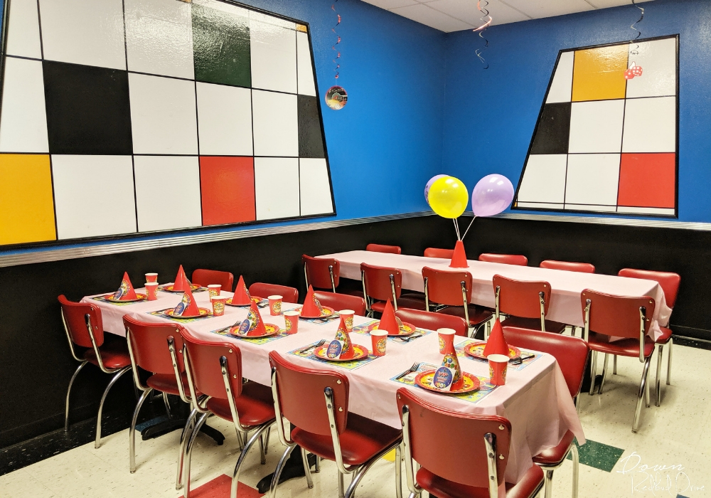 birthday party room at america's incredible pizza