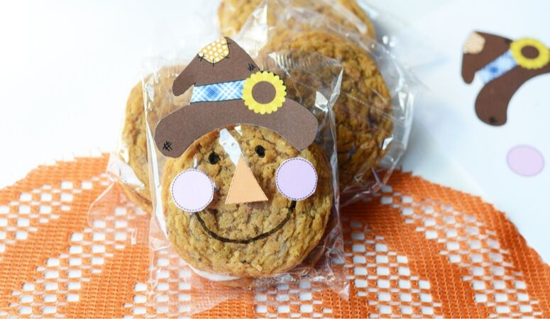 Oatmeal Cream Pie Scarecrow