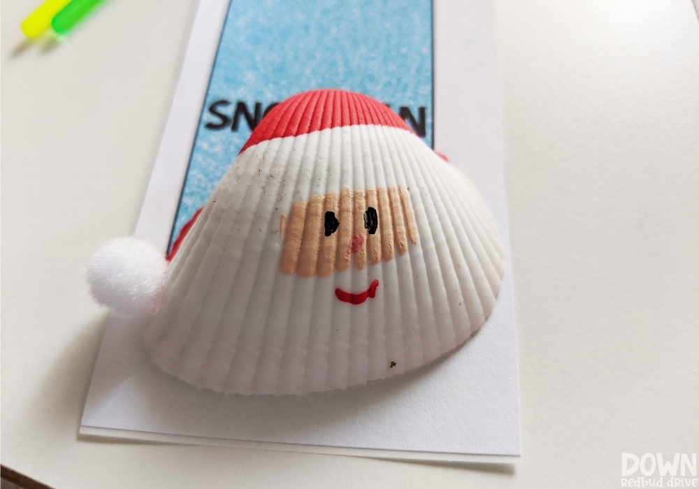 Overhead picture of the finished Santa Seashell Ornament.