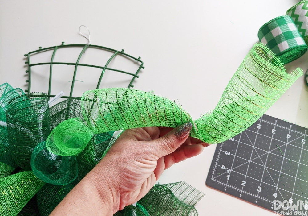 How to pinch rolled mesh for a DIY mesh wreath.