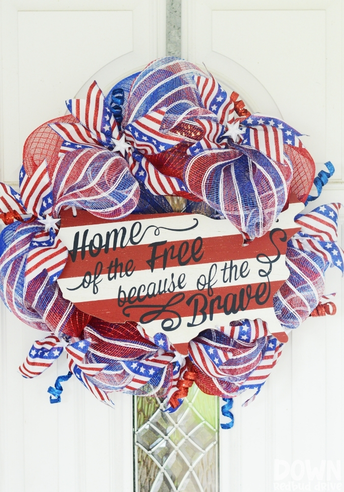 Patriotic Deco Mesh Wreath tall image.