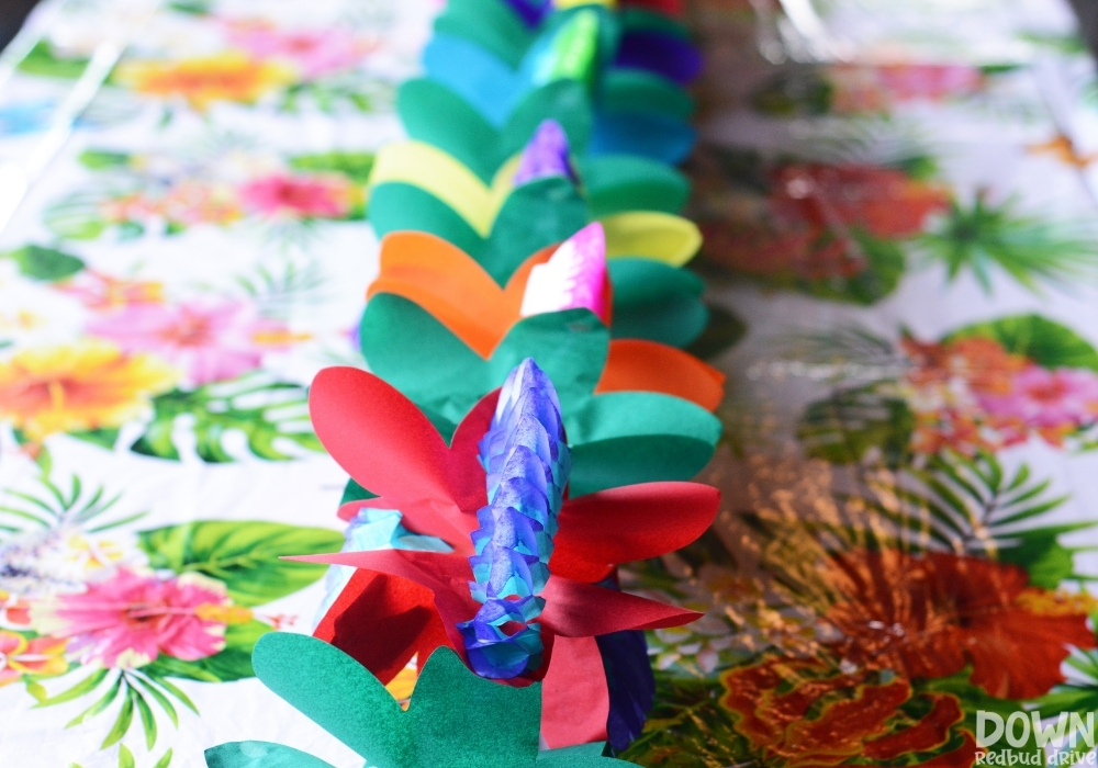 A closeup picture of the flower center piece table runners.