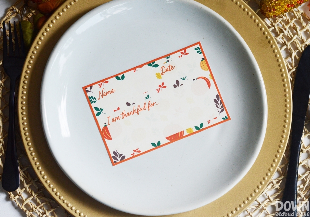 A thankful place card printable with spot to write your name, the date and what you're thankful for.